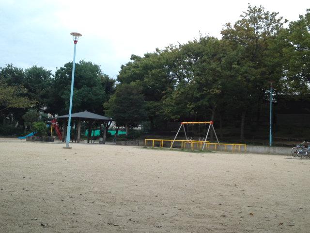 聖天山公園内です。子供の頃はここで遊び、よく蝉取りにも訪れました。