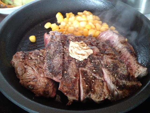 いきなりステーキのワイルドステーキ300g 1200円でライスとサラダとスープ付き♪