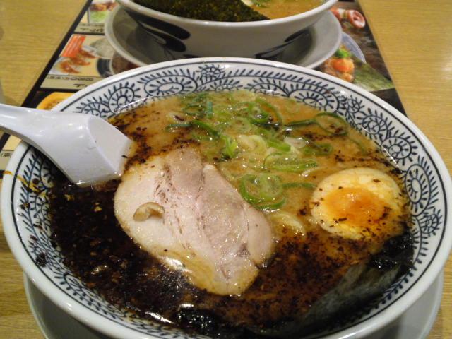 熟成醤油とんこつラーメン(黒・焦がしねぎ)