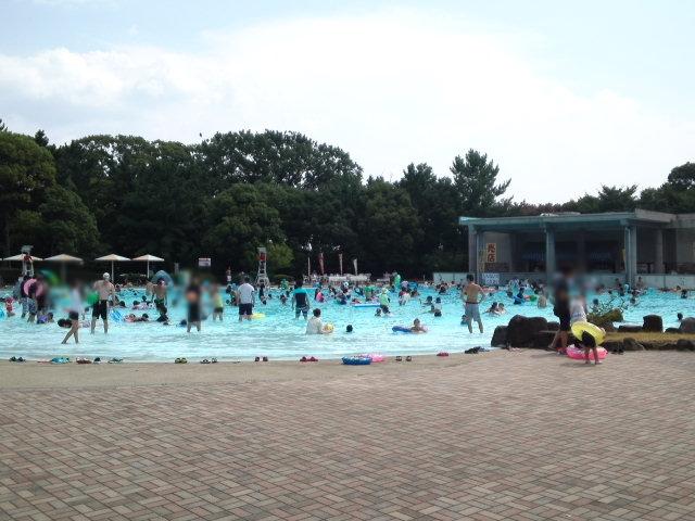 服部緑地のウォーターランドには、流水プール・渚プール・幼児プールの3種類があります。