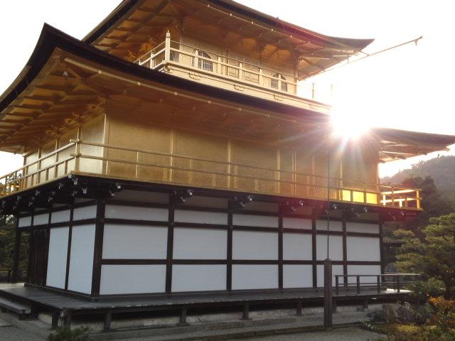 金箔が貼られているのは2階と3階部分。