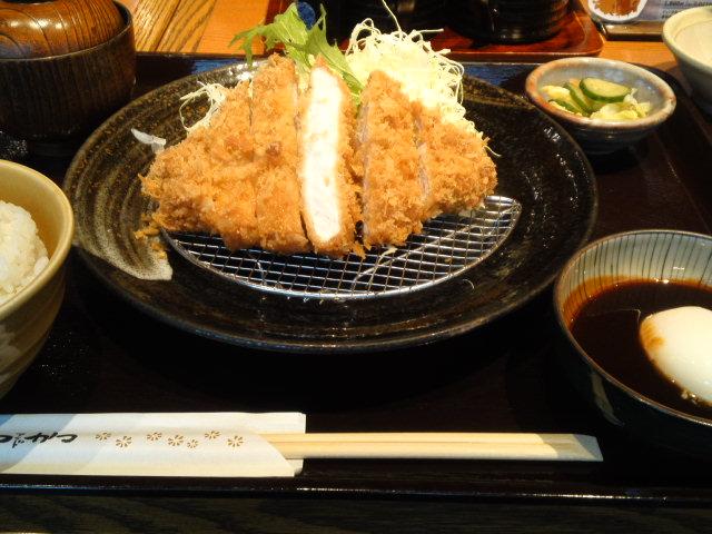 試験終了後はとんかつを食べに行きました。