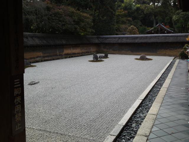 龍安寺の石庭。「虎の子渡しの庭」