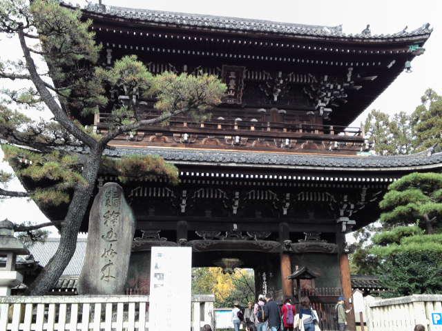 京都府京都市右京区嵯峨にある「清凉寺」へとやって来ました。