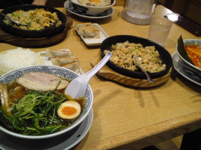 「鉄板玉子チャーハン」と「丸源餃子」も注文