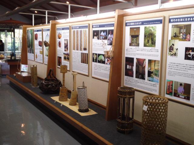 竹の資料館の館内には展示室、研修室、茶室があります。