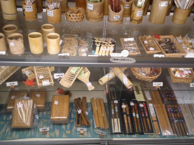 竹を使った工芸品の展示など