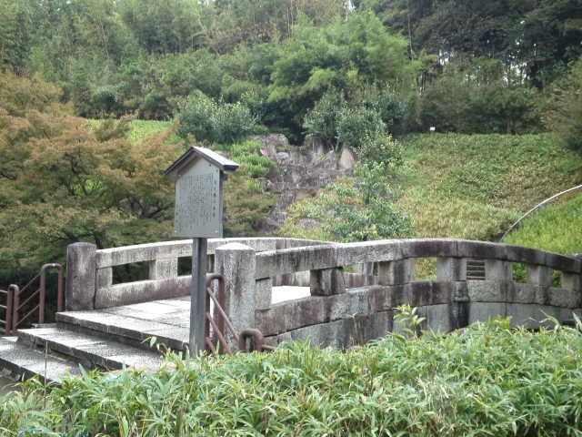 橋の近くまで近づいてみます。