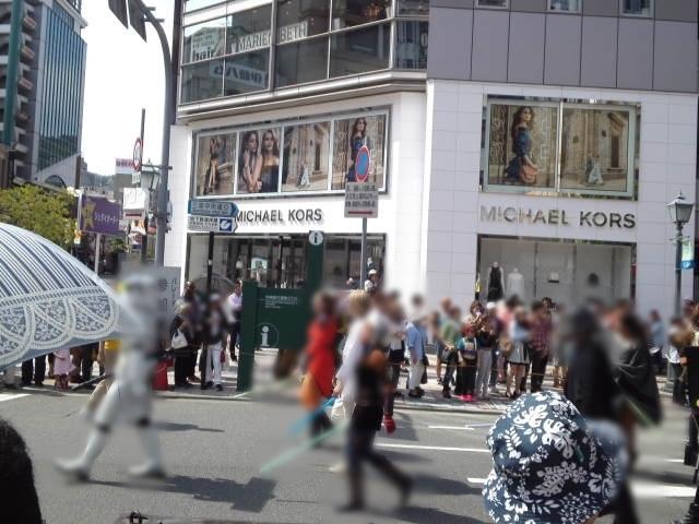 フラワーロード~三宮中央通りまでをパレードする「おまつりパレード」の写真