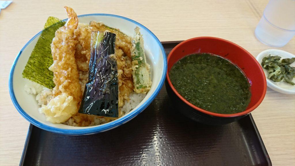 どーん!「さん天」の天丼!味噌汁付きを注文。
