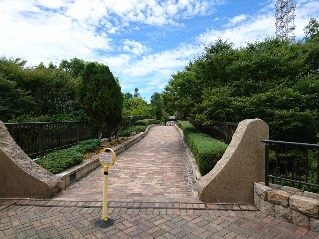 元浜緑地の連絡橋