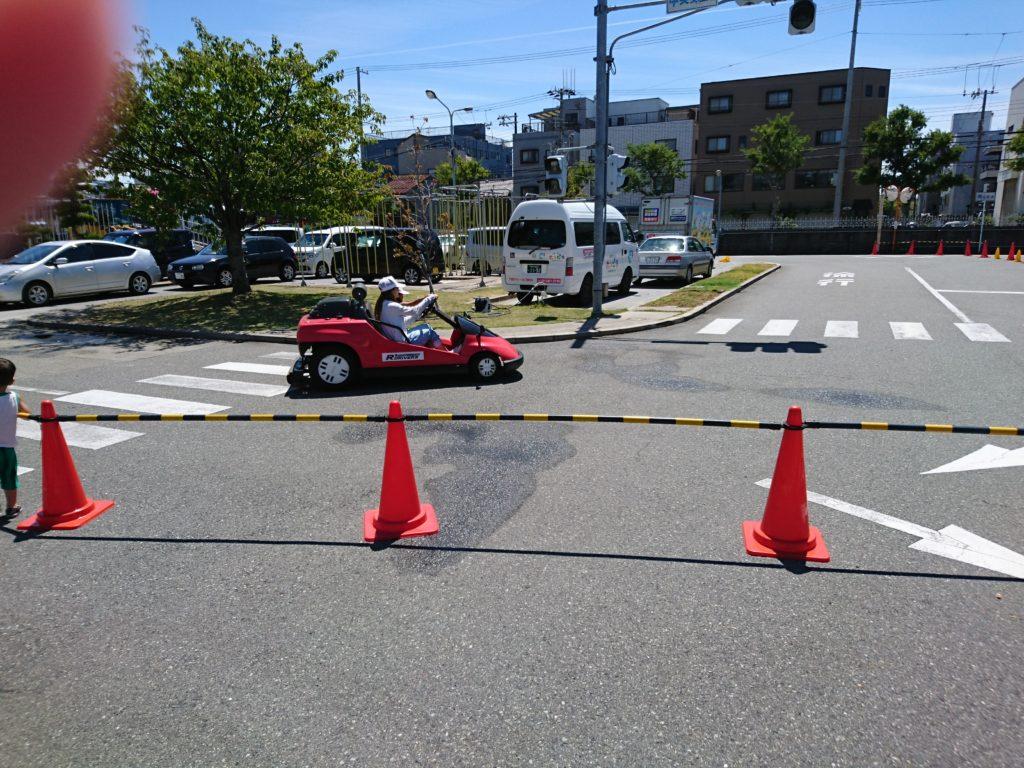 写真はレーシングカートの様子です。
